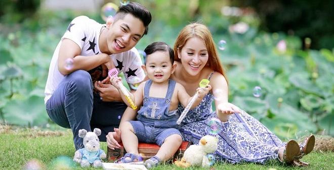 Cuộc sống với chồng kém 12 tuổi của Khánh Thi