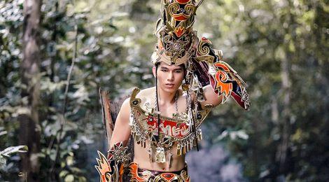 Trang phục dân tộc của Ngọc Tình ở Nam vương Đại sứ Hoàn cầu