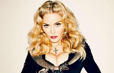 Madonna khoả thân bỏ phiếu bầu tổng thống Mỹ