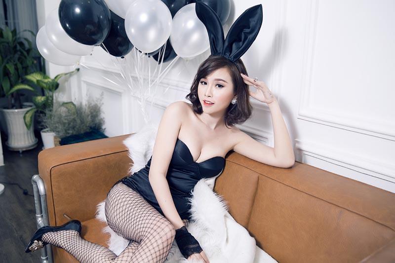 Thanh Trang khoe đường cong nóng bỏng với mẫu bikini Tommy Nguyễn