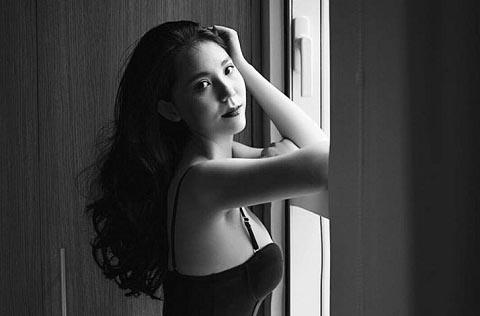 Người mẫu Candy Bảo Hòa khoe vẻ đẹp gợi cảm