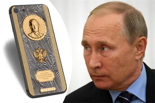 """Tổng thống Nga Putin được tặng iPhone 7 """"siêu độc"""""""