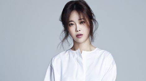 Nữ hoàng nhạc phim Hàn hủy show để dưỡng thai