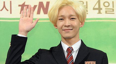 Sao Kpop bị nghi hẹn hò đàn chị hơn 13 tuổi