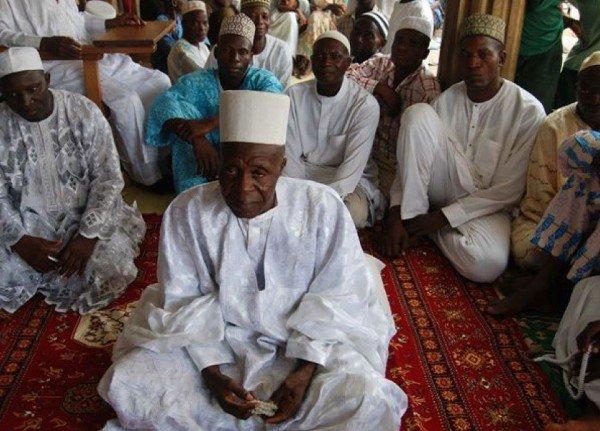 Cụ ông 92 tuổi có 107 vợ và 185 người con