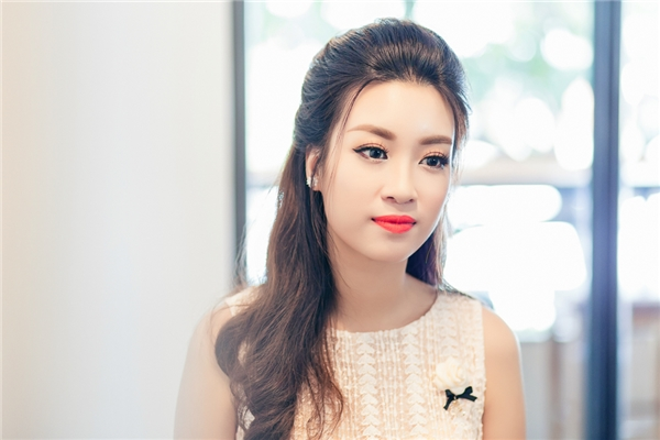 Hoa hậu Mỹ Linh day dứt vì chưa thể về miền Trung cứu trợ