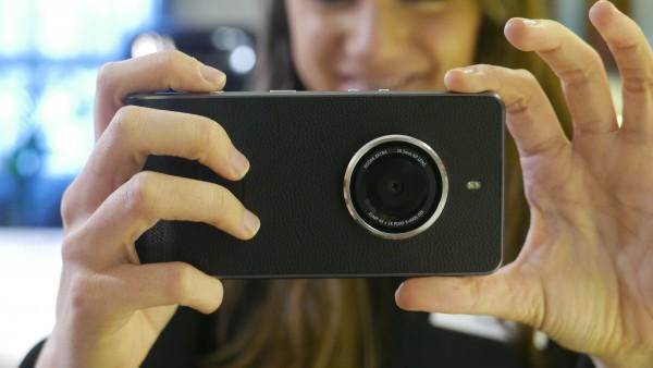 Kodak trình làng smartphone mới với thiết kế giống máy ảnh cổ điển