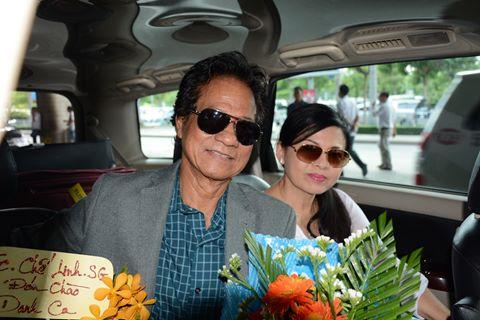Chế Linh cùng vợ về Việt Nam chuẩn bị cho live show