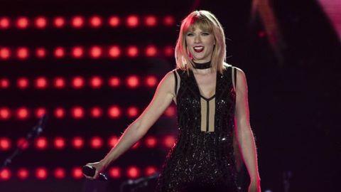 Taylor Swift hát bản hit gây tranh cãi của Calvin Harris