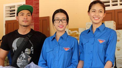 Hoa hậu Mỹ Linh, á hậu Thanh Tú đến miền Trung làm từ thiện