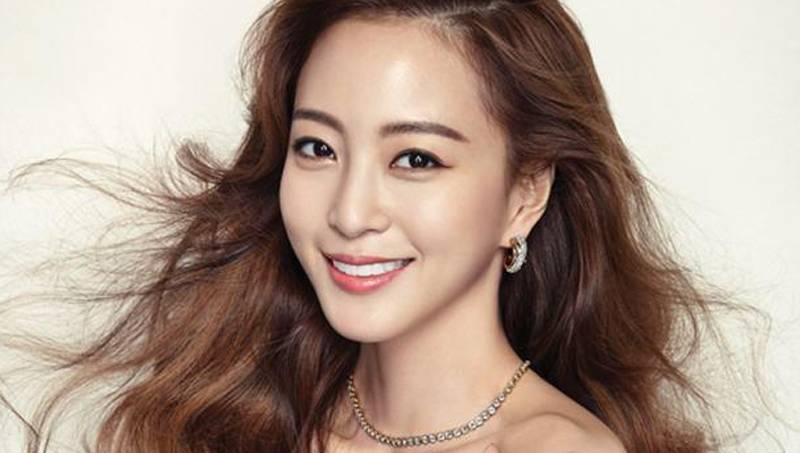 Han Ye Seul và nhà sản xuất Teddy chia tay sau 3 năm hẹn hò