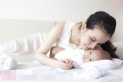 """Hoa hậu Thuỳ Lâm: """"Làm mẹ là công việc chính của tôi"""""""