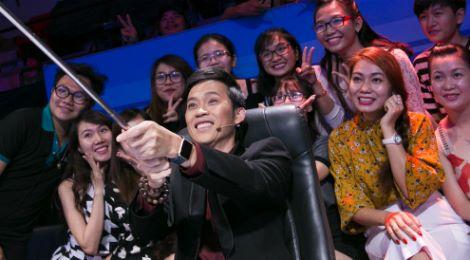 Hoài Linh chụp ảnh selfie với fan ở Ơn giời, cậu đây rồi