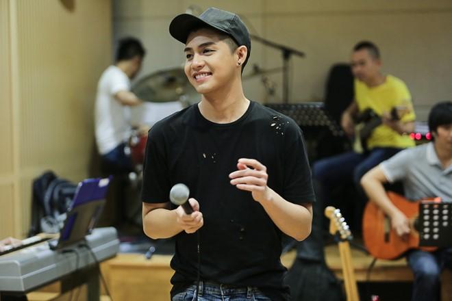 Noo Phước Thịnh tập luyện vất vả cho live show