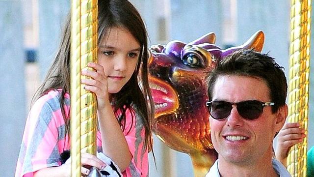 Tom Cruise gặp lại con gái Suri sau nhiều năm