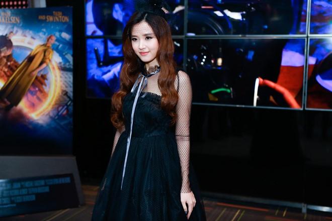 Midu, Elly Trần rạng rỡ trong buổi ra mắt phim mới