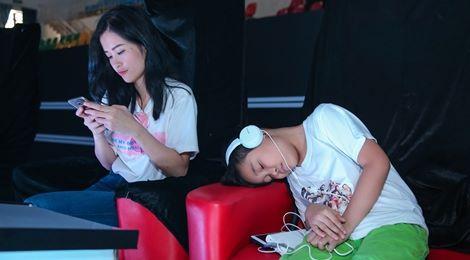 Thí sinh The Voice Kids mệt mỏi tập luyện cho đêm chung kết