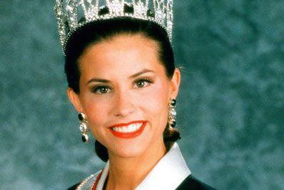 Cựu Hoa hậu Mỹ bị bắt vì nghi vấn ăn cắp vặt