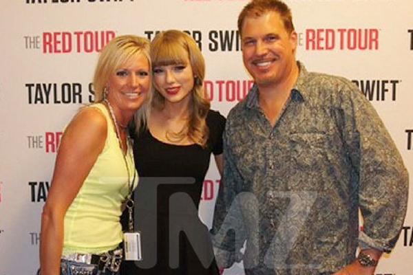Tiết lộ bức ảnh Taylor Swift cho rằng bị sàm sỡ