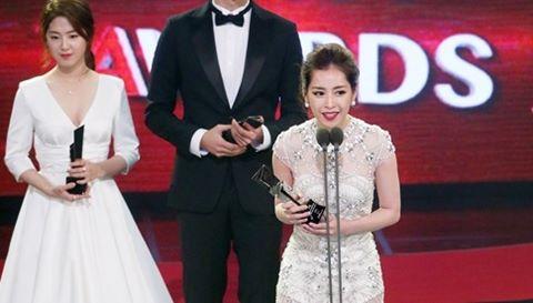Chi Pu nói tiếng Anh trôi chảy khi nhận giải ở Hàn Quốc