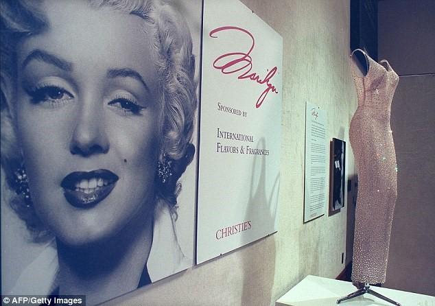 Chiếc váy huyền thoại của Marilyn Monroe có giá trăm tỷ