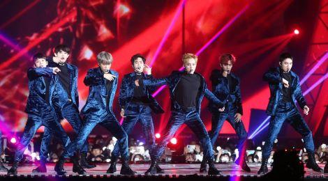 EXO, BTS thống trị lễ trao giải trong đêm biểu tình ở Hàn Quốc