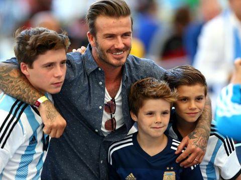 Con trai Beckham gây chú ý khi hát ca khúc của Justin Bieber