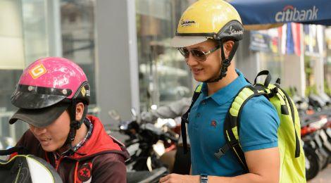 Đức Tuấn đi xe máy đến tập Duyên dáng Việt Nam
