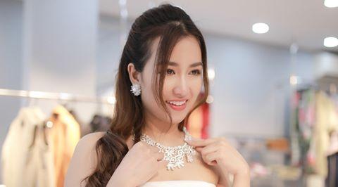Trang Moon xinh đẹp trước giờ sang Hàn tham dự lễ trao giải