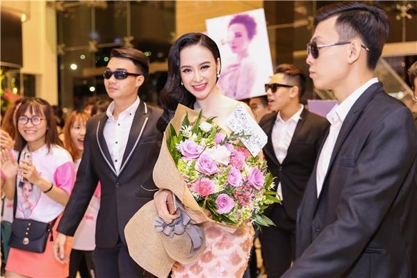 Angela Phương Trinh sang chảnh thuê dàn vệ sĩ tháp tùng ra mắt phim