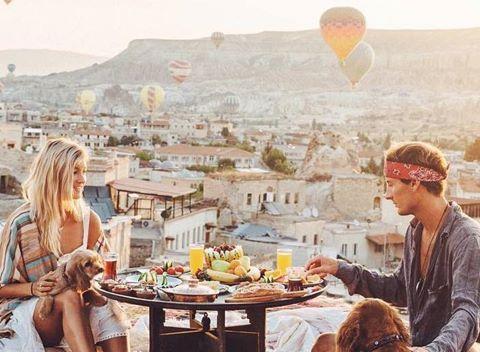Đôi trẻ có cuộc sống giàu sang nhờ du lịch khắp thế giới