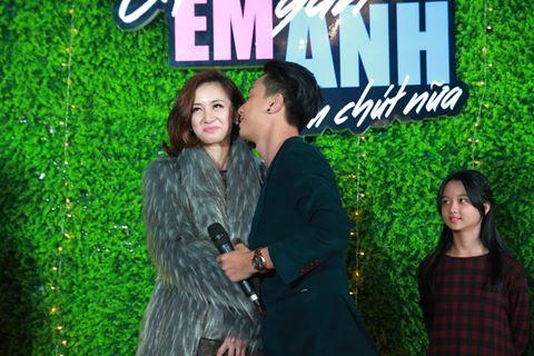Jun Vũ - Đình Hiếu không dám diễn lại cảnh hôn trên sân khấu