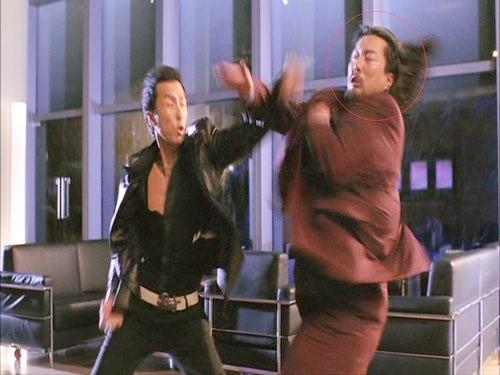 Hồng Kim Bảo lộ việc đóng thế khi đấu tay đôi Chân Tử Đan