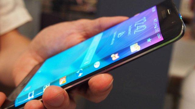 Màn hình cong hay phẳng sẽ là hướng đi mới cho smartphone?