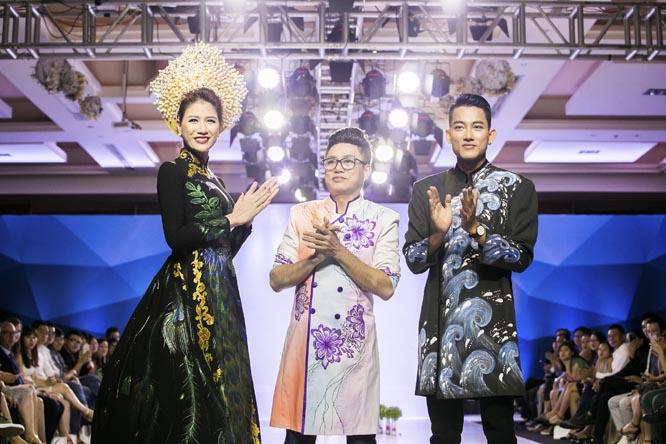 Trang Trần làm vedette trong đêm diễn BST áo dài của NTK Tommy Nguyễn