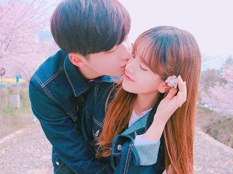 """Cặp """"đũa lệch"""" xứ Hàn bất ngờ nổi tiếng trên mạng"""
