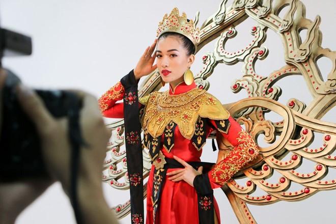 Quốc phục của Lệ Hằng tại Miss Universe 2016