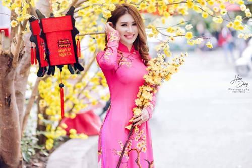Quỳnh Thi khoe sắc rực rỡ với áo dài ngày xuân