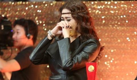 Vợ khóc khi xem Gia Bảo diễn trên sân khấu