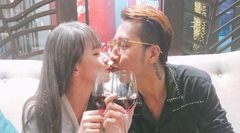 OnlyC khóa môi vợ 9X kỷ niệm 2 năm ngày cưới