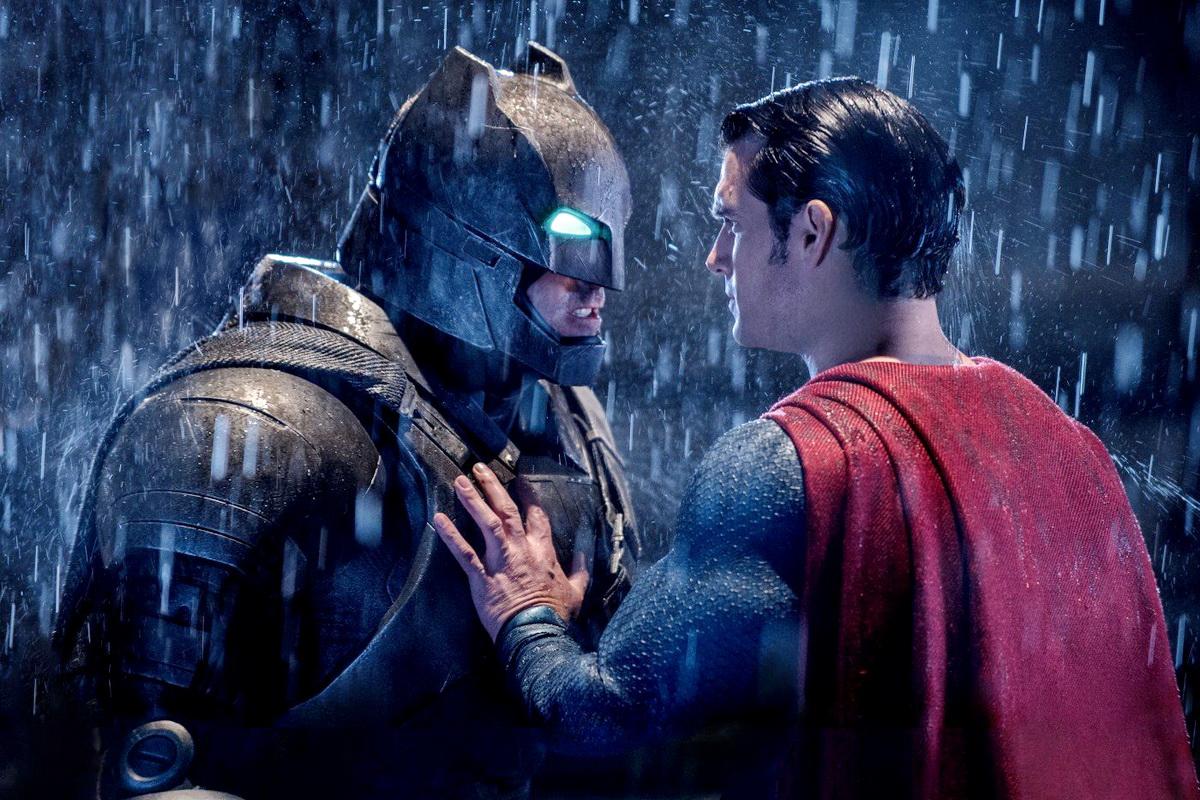 """Bom tấn """"Batman v Superman"""" hứng 8 đề cử Mâm xôi vàng"""