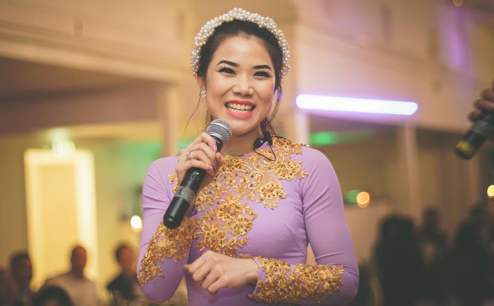Người đẹp rạng ngời sắc xuân với với bộ sưu tập của NTK Tommy Nguyễn