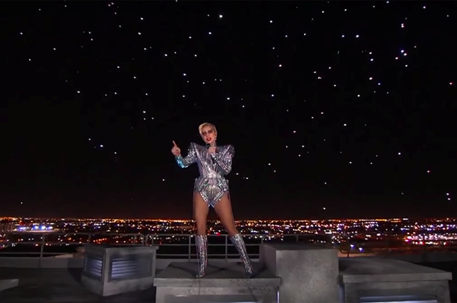 Intel tung 300 ngôi sao lên trời cho tiết mục của Lady Gaga