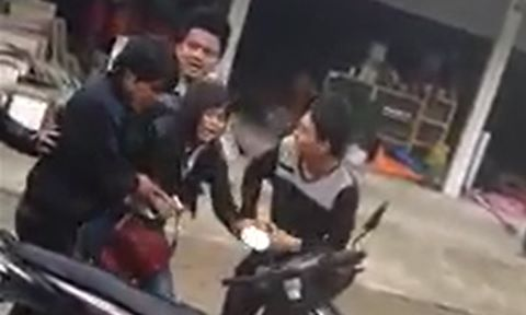 Cô gái bị nhóm thanh niên bắt ép về làm vợ giữa đường