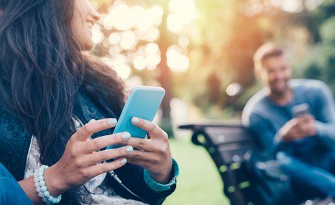 Facebook, Tinder khiến hẹn hò không còn lãng mạn