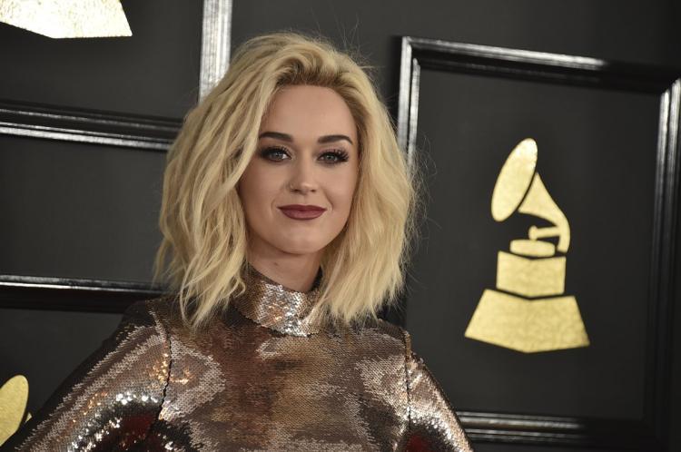 Katy Perry bị chỉ trích vì liên tiếp đá xéo Britney Spears