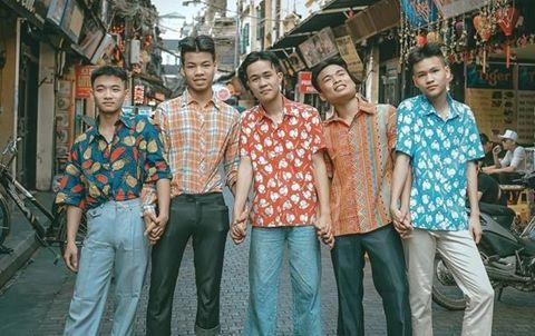 """Ảnh kỷ yếu phong cách """"thanh niên Hà Nội những năm 90"""""""