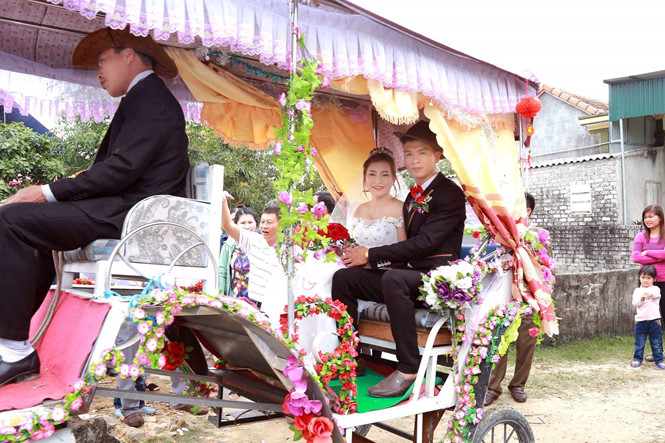 """9X xứ Nghệ rước dâu bằng xe ngựa: """"Muốn vợ em ấn tượng dù tốn kém"""""""
