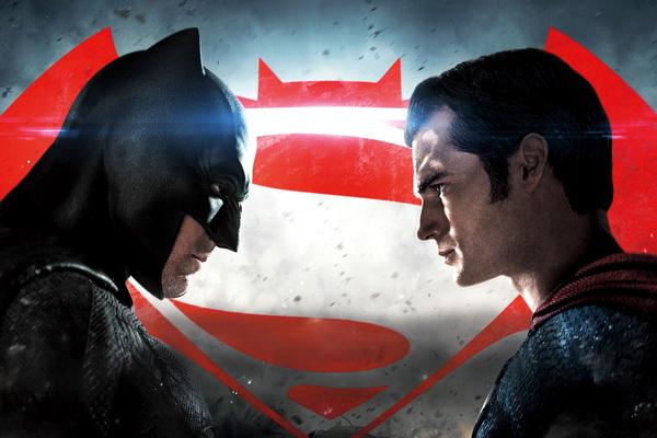 """Bom tấn """"Batman v Superman"""" ẵm bốn giải Mâm xôi vàng"""