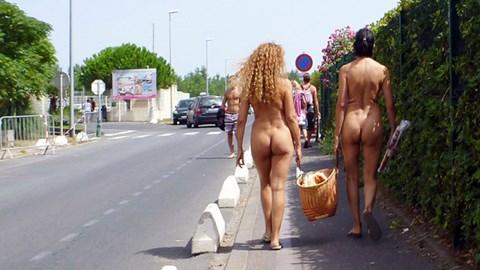 Sức hút ở thành phố không mặc quần áo